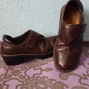 Naot soft brown leather walking clogs size 40E/9US